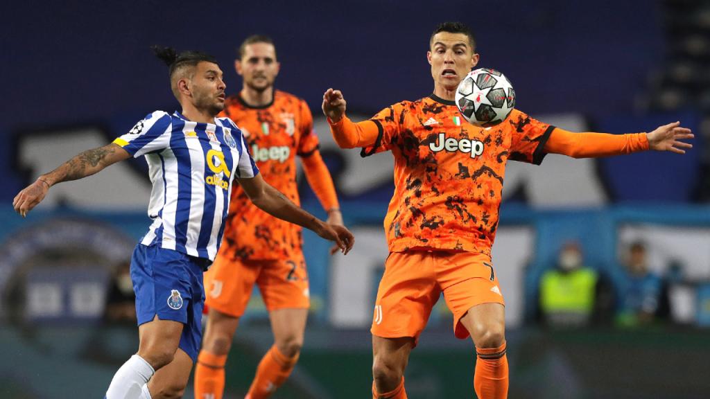Cristiano Ronaldo e Corona no FC Porto-Juventus (Estela Silva/LUSA)