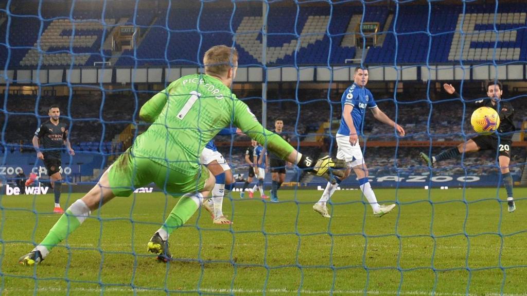 Bernardo Silva marca no Everton-Man City (EPA)