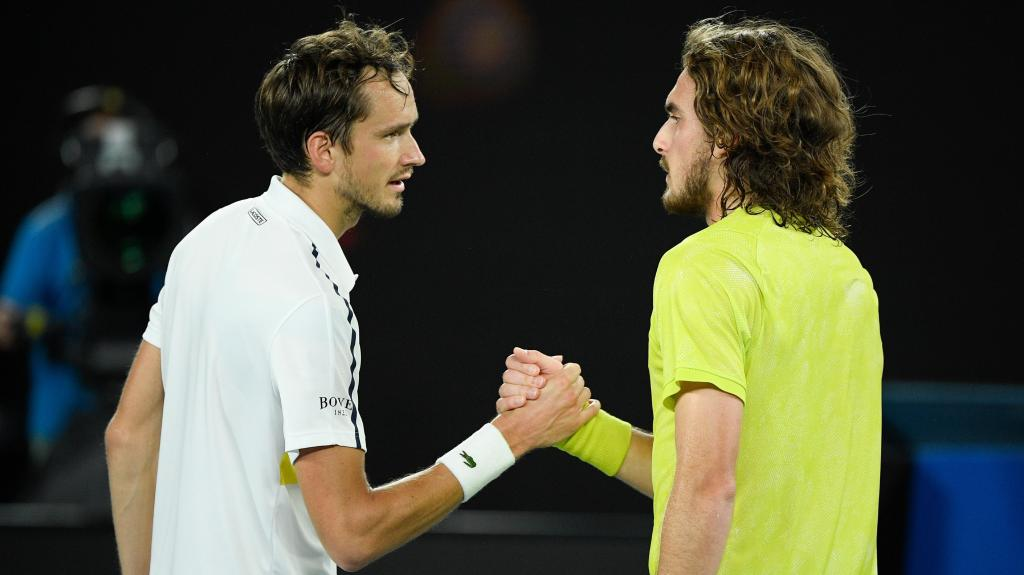 Daniil Medvedev bate Tsitsipas na meia-final do Open da Austrália (AP)
