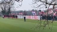 Adeptos do Milan apoiaram a equipa para o dérbi