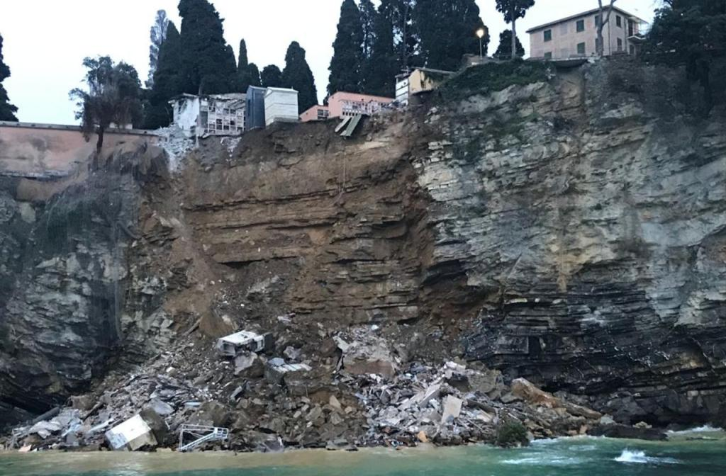 Deslizamento de terras em cemitério italiano