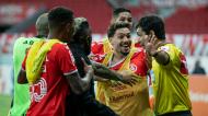 Jogadores do Internacional reclamam golo anulado no jogo com o Corinthians, da 38.ª e última jornada do Brasileirão, que terminou com 0-0 (Liamara Polli/AP)