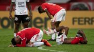 A desilusão dos jogadores do Internacional, após falhado o título no Brasileirão (Liamara Polli/AP)