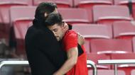Pizzi e Rui Costa abraçados no 2-0 do Benfica-Rio Ave (António Cotrim/LUSA)