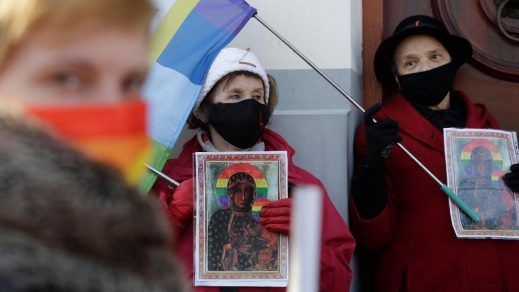 Ativistas LGBT absolvidas na Polónia