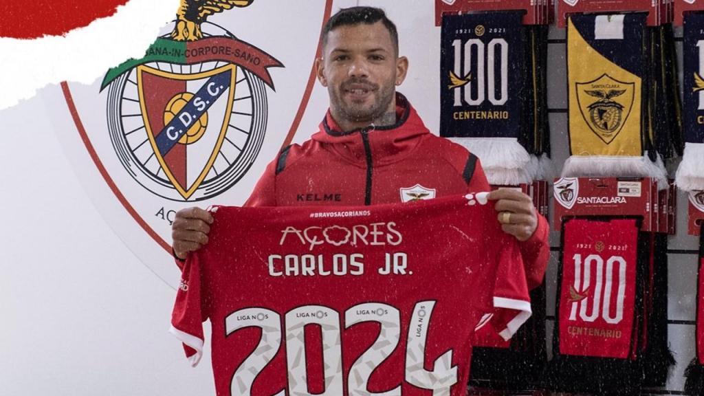 Carlos Junior assinou a título deinitivo com o Santa Clara