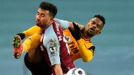 McGinn e Nélson Semedo no Aston Villa-Wolverhampton (Oli Scarff/EPA)