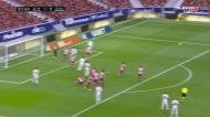 Oblak volta a levar a melhor sobre Benzema, agora num livre direto