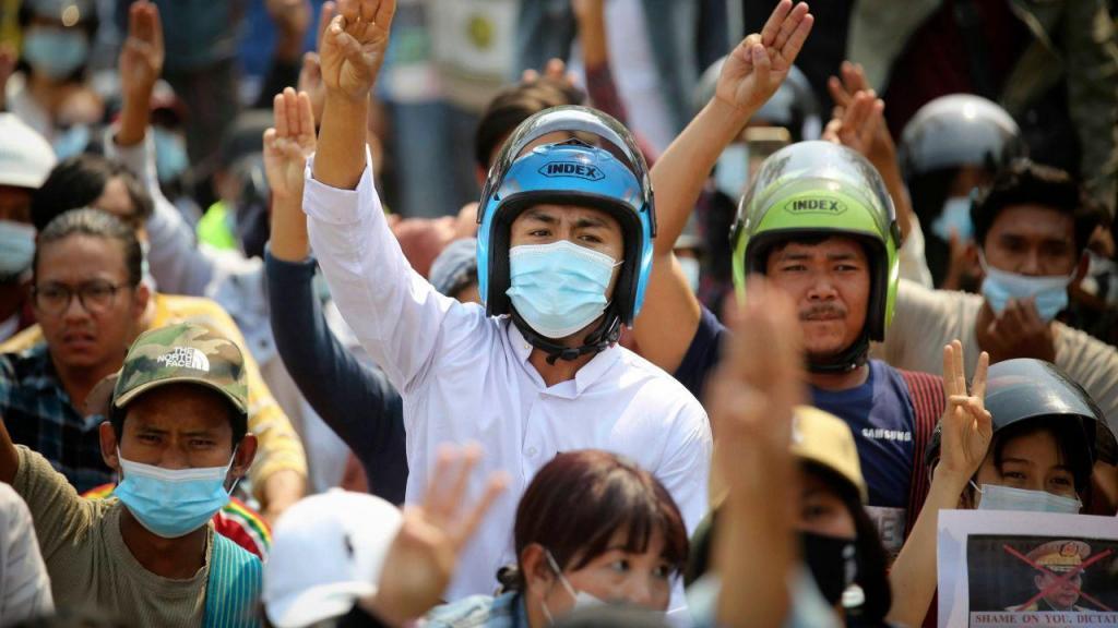 Novo dia de protestos em Myanmar