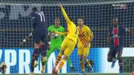 Remate de Trincão levava selo de golo, mas foi intercetado por Danilo