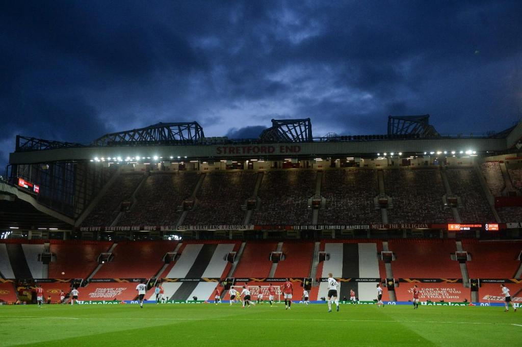 As imagens do Manchester United-Milan (fotos EPA/Peter Powell)