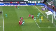 Müller penteia a bola e Goretzka coloca o Bayern a vencer
