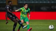 Nuno Mendes e Tiago Almeida no Tondela-Sporting (Paulo Novais/LUSA)