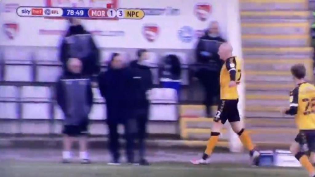 Kevin Elisson festeja golo na cara do treinador que o dispensou (twitter)