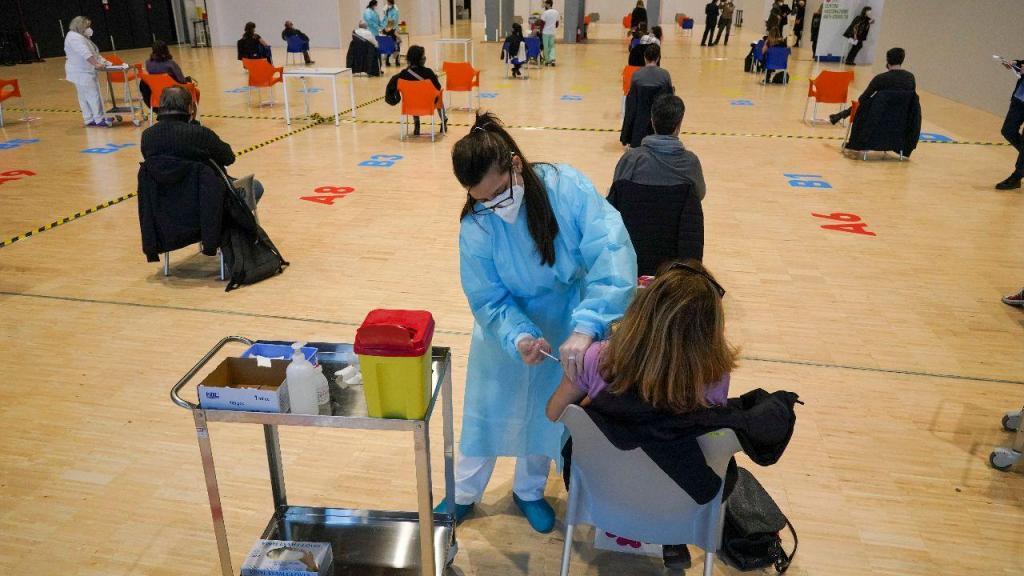 Centro de vacinação no centro de convenções