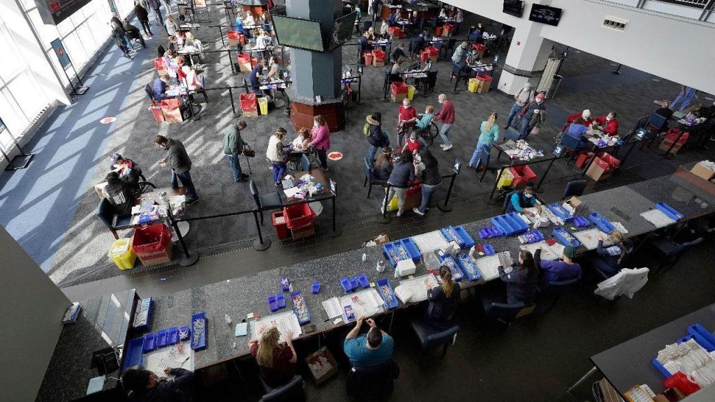 Centro de Vacinação num estádio em Foxborough, EUA