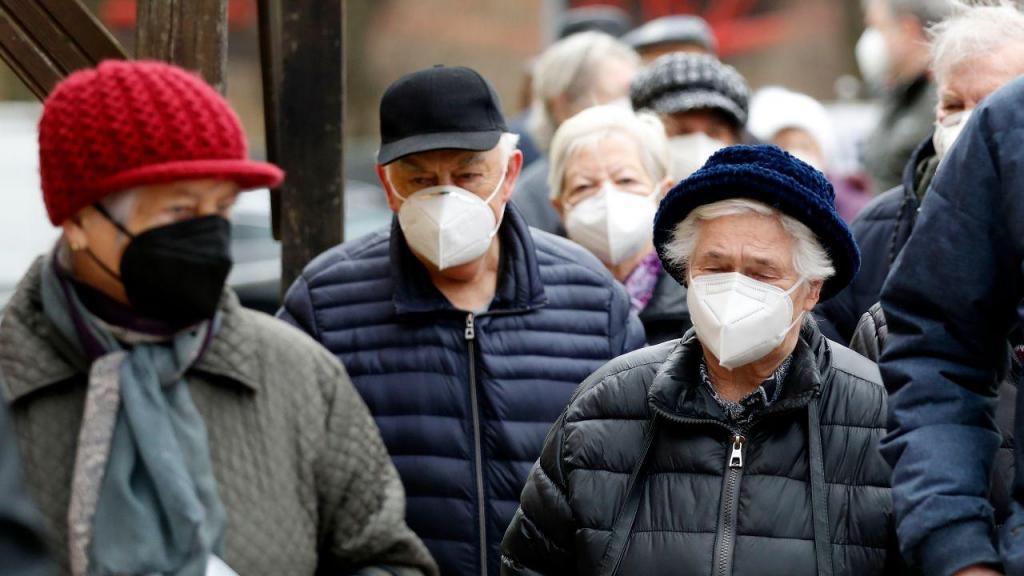 Covid-19: pessoas com máscaras na República Checa