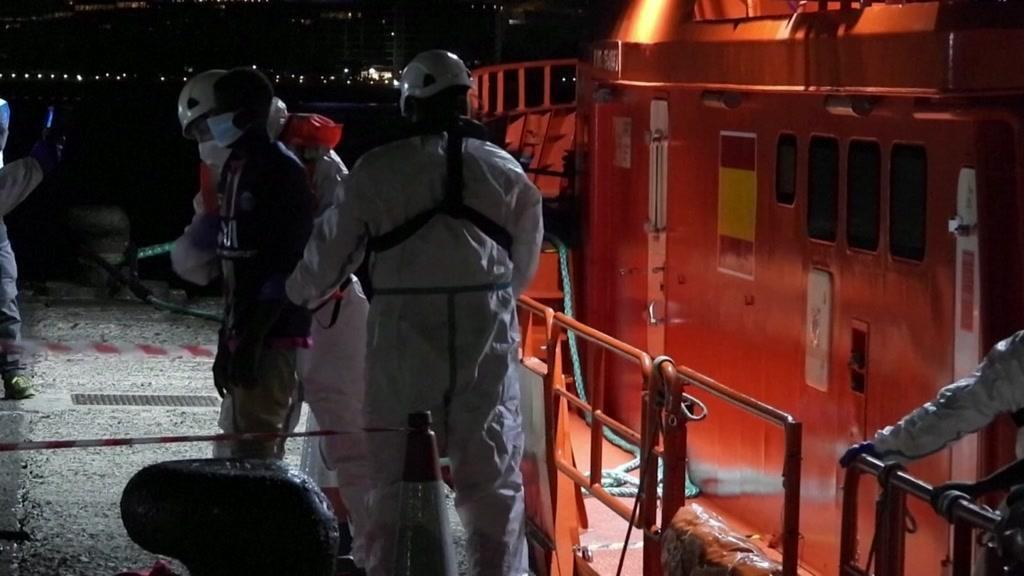 Salva bebé migrante que chegou a terra quase morta