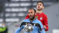 Lucas Hernández e Vedat Muriqi no Bayern Munique-Lazio (Matthias Schrader/AP)