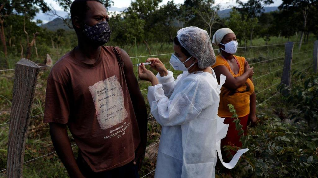 Vacinação contra a covid-19 no estado de Goiás, no Brasil