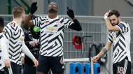 Paul Pogba festeja o 0-1 no Milan-Manchester United, com Bruno Fernandes (Antonio Calanni/AP)