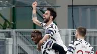 Paul Pogba, Bruno Fernandes e Luke Shaw festejam golo no Milan-Manchester United (Antonio Calanni/AP)