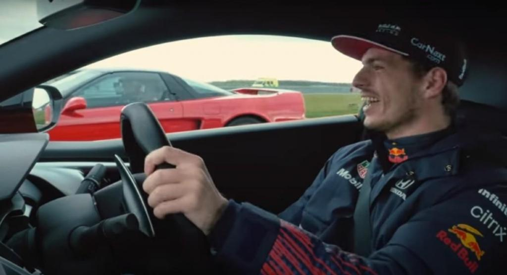 Max Verstappen e Sergio Pérez guiam o Honda NSX (reprodução YouTube Red Bull)
