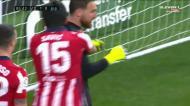Savic faz penálti ridículo e Oblak salva At. Madrid nos minutos finais