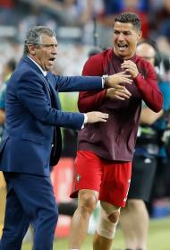 Fernando Santos e Cristiano Ronaldo no Euro 2016 (AP Photo/Frank Augstein)