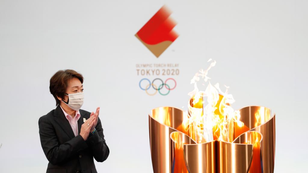 Seiko Hashimoto, presidente de Tóquio2020, na cerimónia de arranque do percurso da tocha olímpica (Kim-Hyung Hoon/EPA)