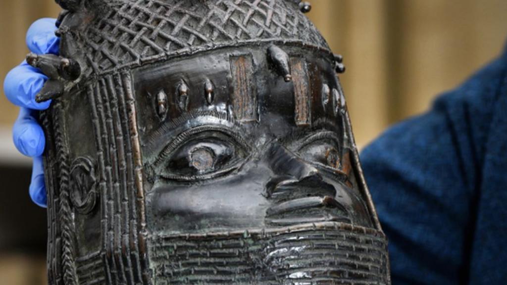 Escultura de bronze devolvida à Nigéria