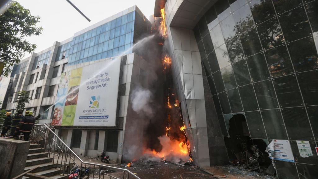 Fogo em hospital na Índia