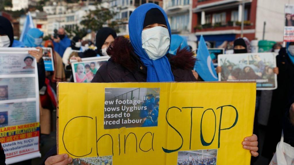 Protesto de elementos da comunidade uigur