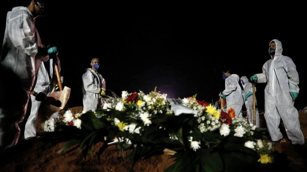 Funerais nocturnos em São Paulo, no Brasil