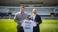 André André ao lado de Miguel Pinto Lisboa na oficialização da renovação de contrato com o V. Guimarães
