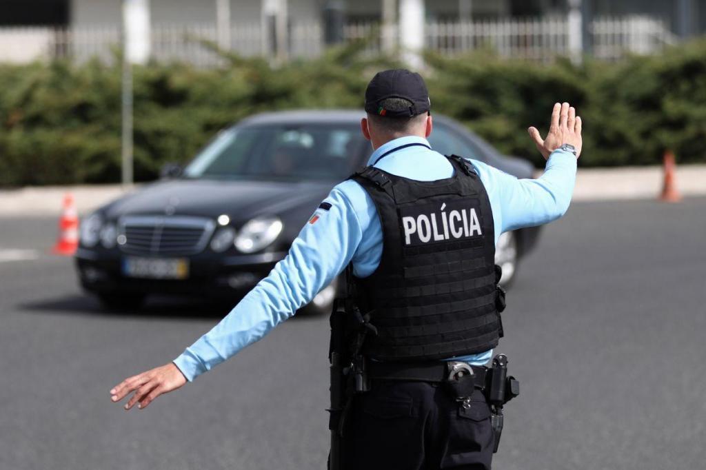 Portugueses passeiam em fim de semana de confinamento
