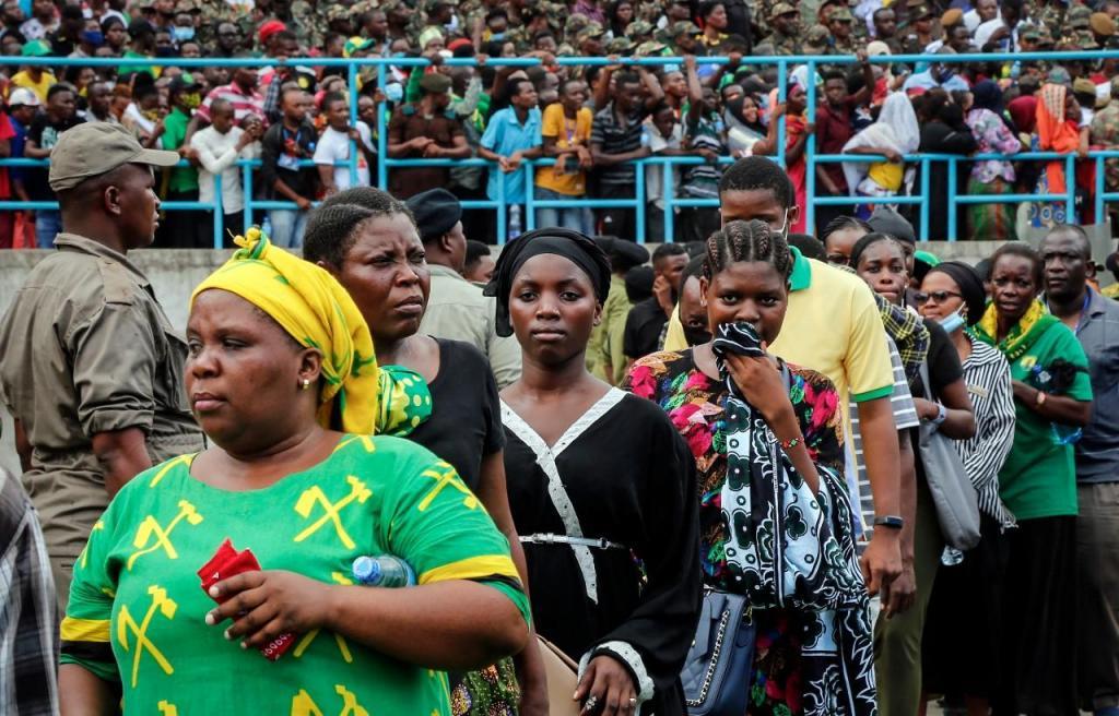Estádio cheio para o funeral do presidente da Tanzânia