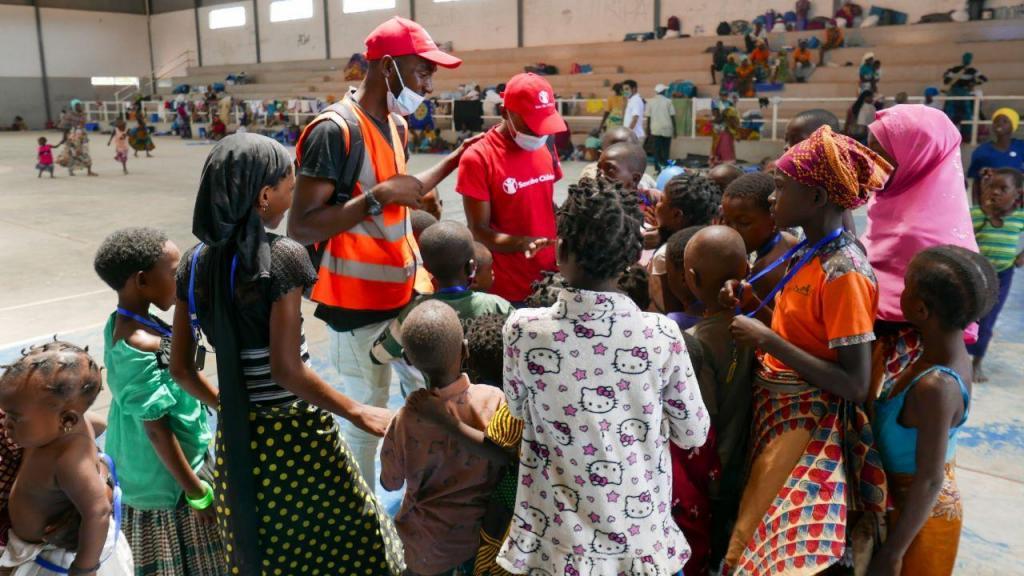 Moçambique: crianças voltam a brincar num abrigo temporário em Pemba