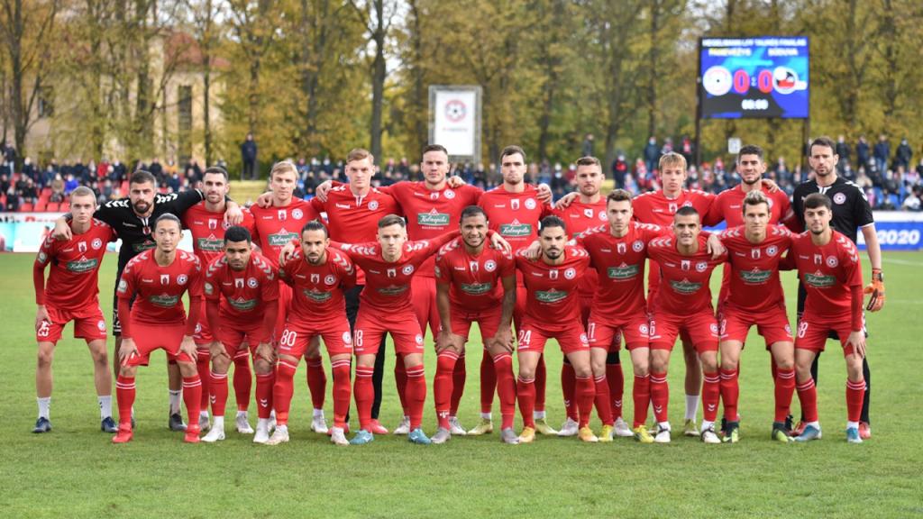 FC Panevezys: Rafael Floro, número 24 (o quinto da fila de baixo, a contar da direita para a esquerda)