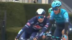 VÍDEO: dois ciclistas expulsos na parte inicial da Volta a Flandres
