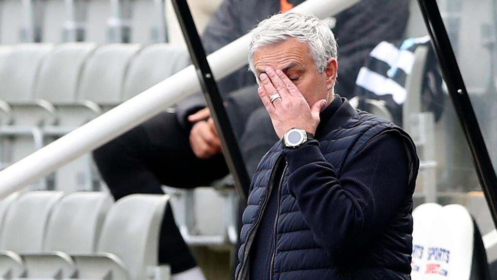 José Mourinho no Newcastle-Tottenham (Scott Heppell/AP)