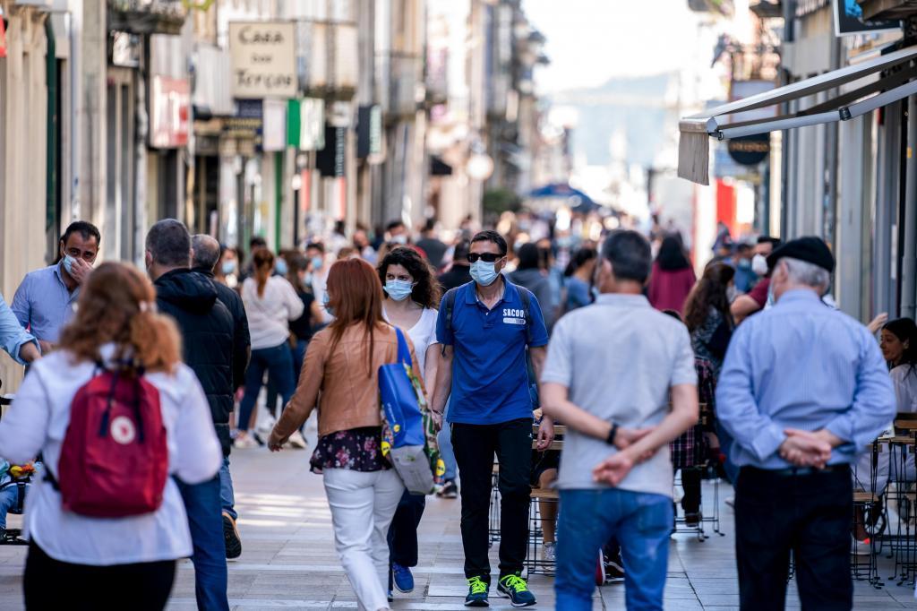 Esta imagem é em Braga, mas o primeiro dia da segunda fase de desconfinamento encheu ruas e esplanadas por todo o país