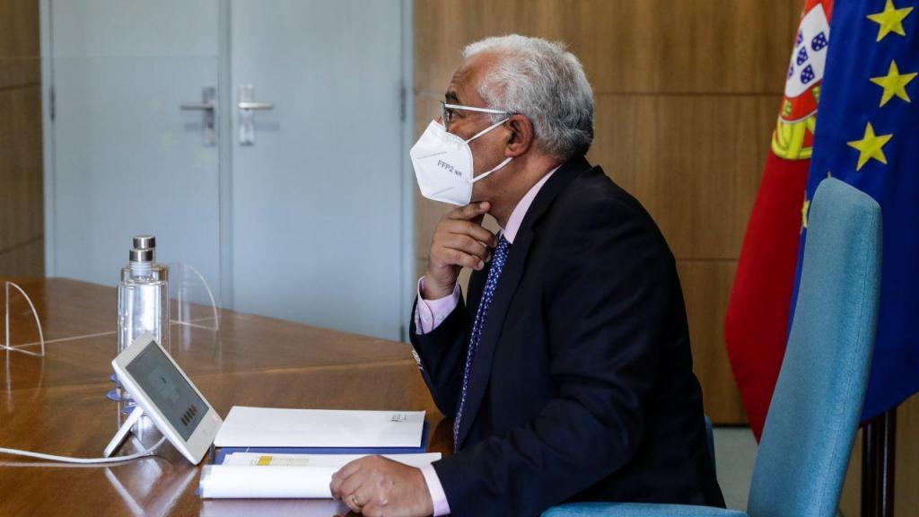 António Costa em reunião por videochamada