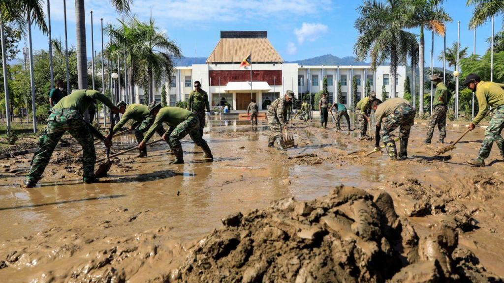 Trabalhos após as inundações em Timor-Leste