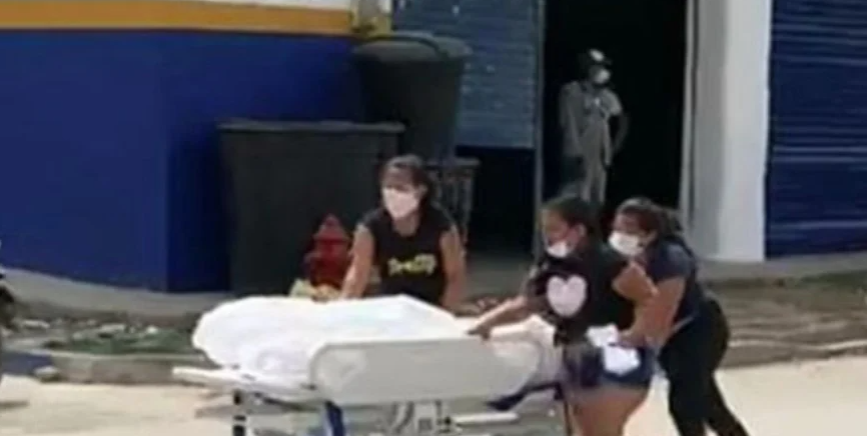 Família 'rouba' corpo de homem vítima de covid-19 do hospital