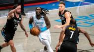 NBA: Brooklyn Nets-Los Angeles Lakers: Montrezl Harrell arranca perante Joe Harris e Blake Griffin (Corey Sipkin/AP)