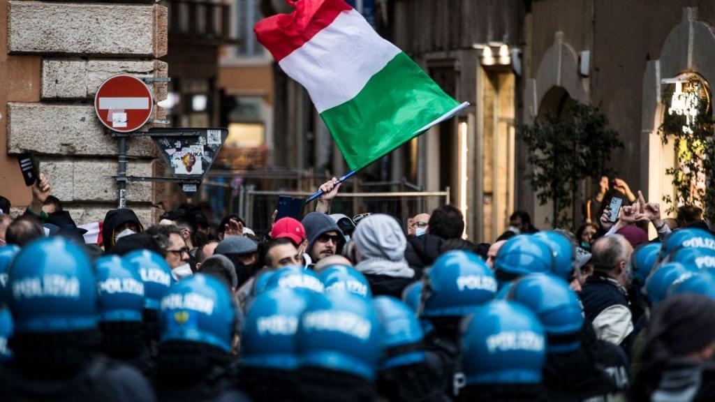 Roma: confrontos com a polícia em manifestação contra o confinamento