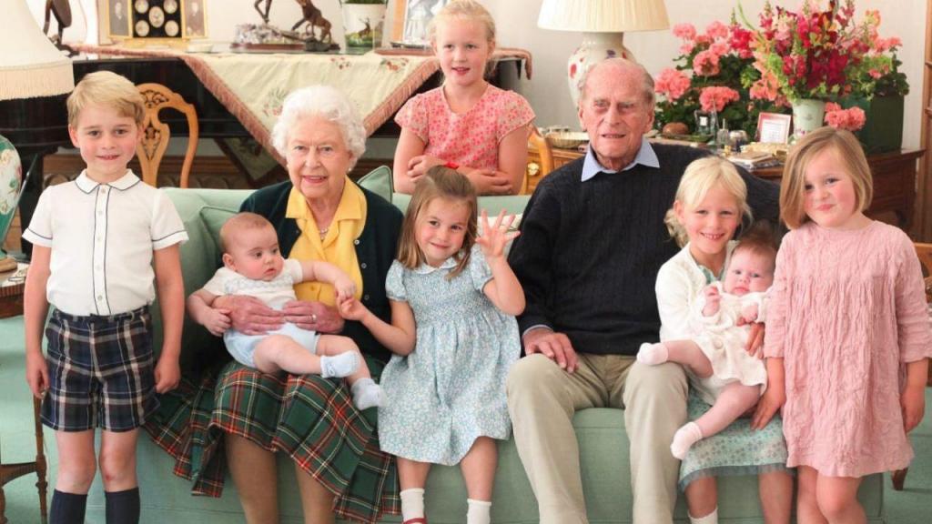 Príncipe Philip, William, Goerge, Rainha Isabel II e Kate Middleton