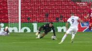 Vinícius liga a «mota», mas Alisson evita o golo a dois tempos