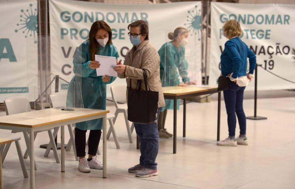 Gouveia e Melo acompanha vacinação em Gondomar